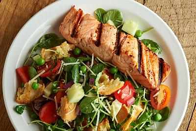 M33830-Grilled-Salmon-and-Panzanella-salad-400x267