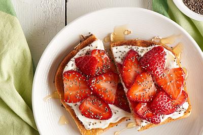 Strawberry-Chia-Toast-400x267