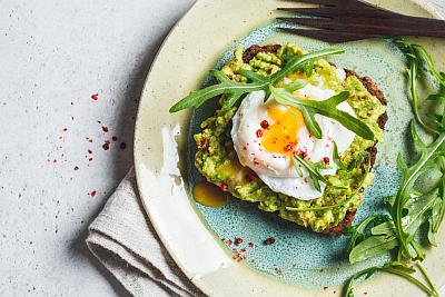 avocado-egg-toast-chili-400x267-1