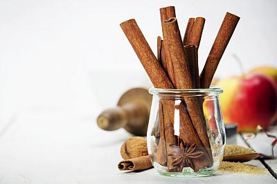 cinnamon-nutmeg-spice-apple-jar-400x267